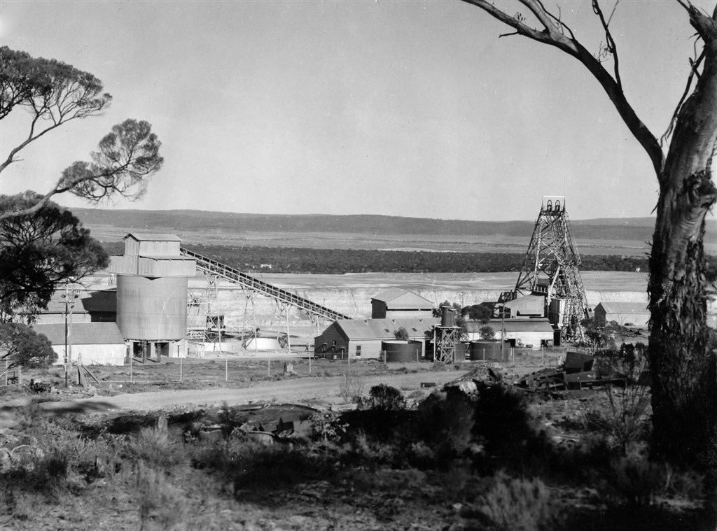 Norseman Gold Mine c1930's